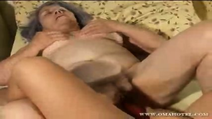 Older granny getting her pussy filled with dildo - scene 8