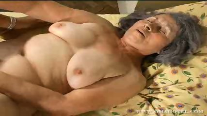 Older granny getting her pussy filled with dildo - scene 10