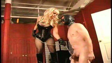 Ama tortura a esclavo en castidad - scene 2