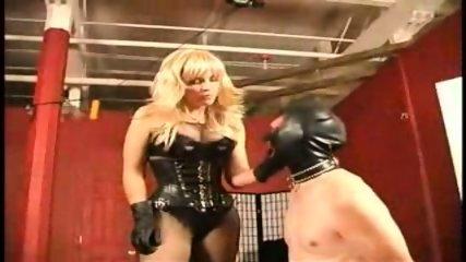 Ama tortura a esclavo en castidad - scene 6