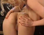 Two hot ass Fisfucking German Babes - scene 5