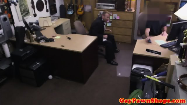 Pawnshop exhusband cocksucking in trio
