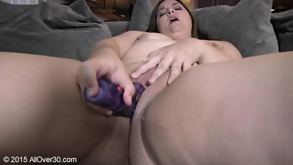 Mature Lady Rubs Her Twat