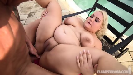 Big Lady Fucked On Sunbed