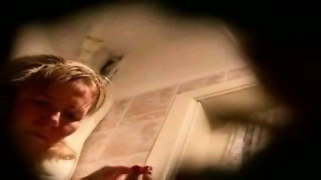 hidden spycam amateur milf washing pussy