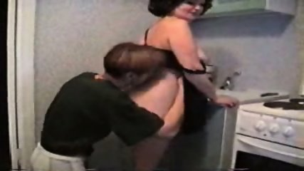 Amateur - Young guy fuckes mature in the kitchen - scene 2