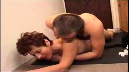 Homemade - Mature couple in the hallway - scene 11