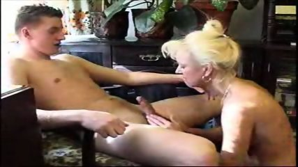 Amatuer - Mature woman shows her expierance - scene 1