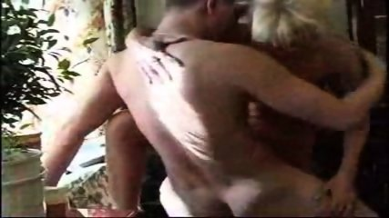 Amatuer - Mature woman shows her expierance - scene 5