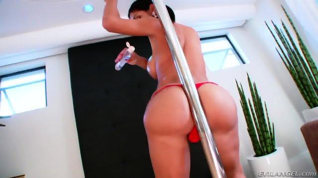 TS Sabrina Suzuki jerking off