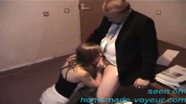 Amateur - Young girl gets it on the desk