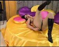 Aria Giovanni giving a girl a lap dance - scene 4