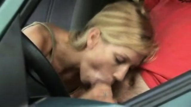 Amateur - Blowjob in the car