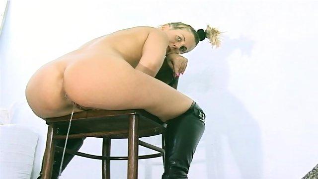 Porn Thumbs Pissing Shitting
