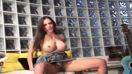 Catalina Cruz - Good Vibrations - scene 4