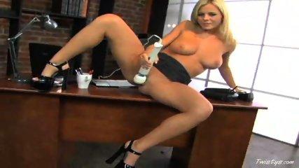 Bree Olson Fucks her Pussy Hard - scene 9