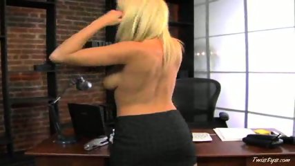 Bree Olson Fucks her Pussy Hard - scene 5