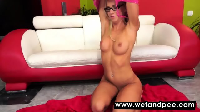 Kiara Lord fingers wet pussy after peeing