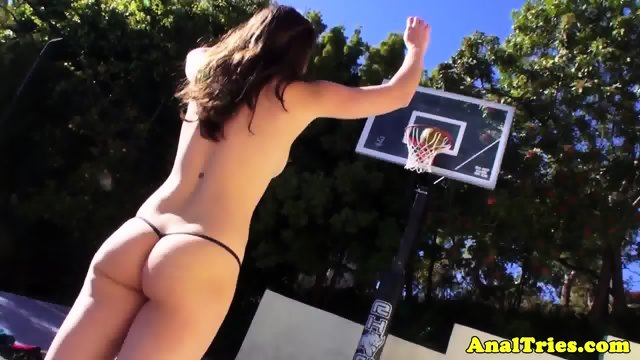 Basketball girlfriend assfucks before cumshot