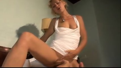 Amateur Hot And Sexy MILF Fuck - scene 5