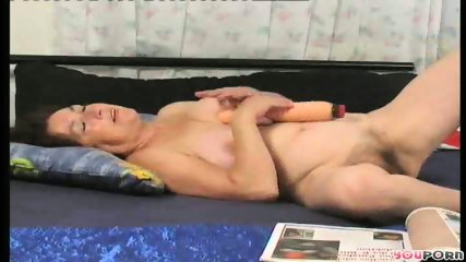 Horny housewife humps the gardener 3/6 - scene 2