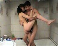 Vanna - Amateur Teen gets fucked in tha bathtub - scene 8