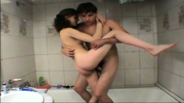 Vanna - Amateur Teen gets fucked in tha bathtub