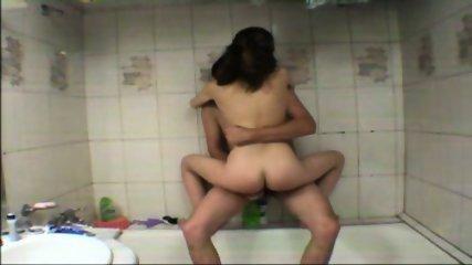 Vanna - Amateur Teen gets fucked in tha bathtub - scene 9