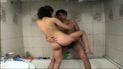 Vanna - Amateur Teen gets fucked in tha bathtub - scene 7