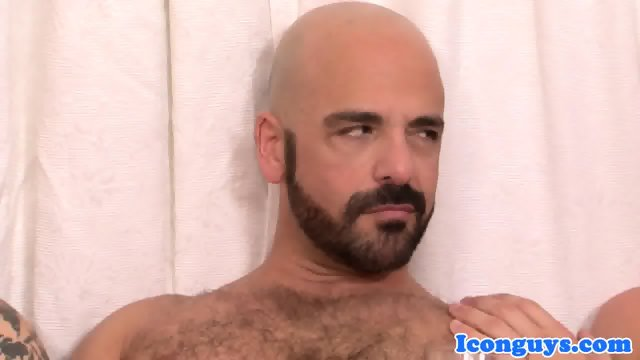 Mature icon in threeway assfucked before cum